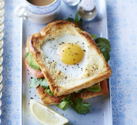 Egg-in-the-hole smoked salmon & avocado toastie