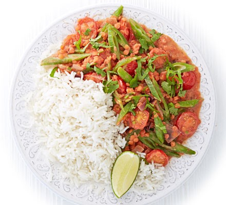 Tomato, runner bean & coconut curry