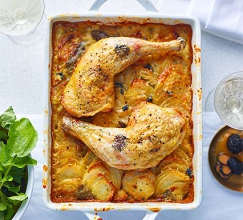 Rectangular dish with two chicken legs and potato gratin