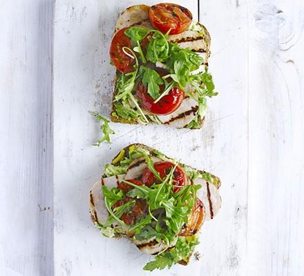 Smoky rashers & tomatoes on toast