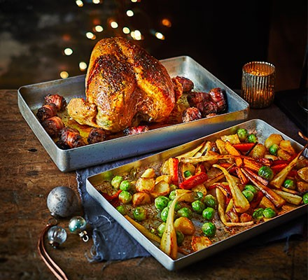 Two-tray Christmas dinner with chicken and vegetables