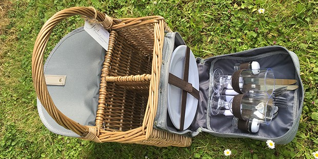 Joules two bottle beach hamper, best picnic baskets and hampers
