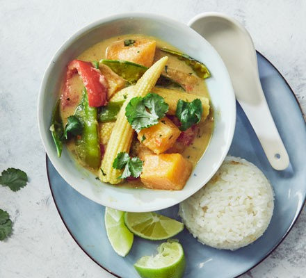 Vegetable Thai curry with rice