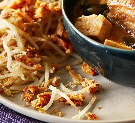 Warm salad of beansprouts with pork crackling