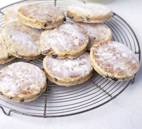 Welsh cakes on a wire rack