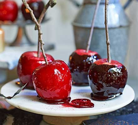 A plate serving 4 Halloween toffee apples