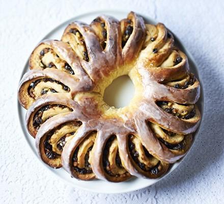 Spiced fruit & pistachio bread wreath