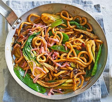 Veggie yaki udon in a wok