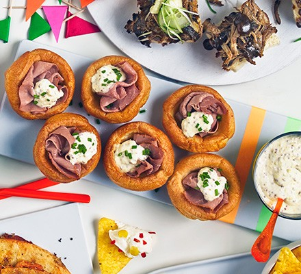 Yorkshire pudding canapés with roast beef filling
