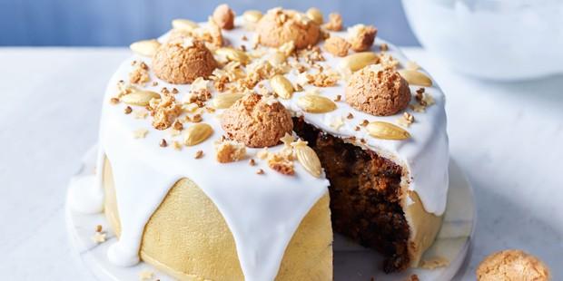 Golden-amaretti-Christmas-cake
