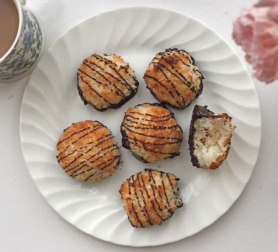 Coconut macaroons in plate