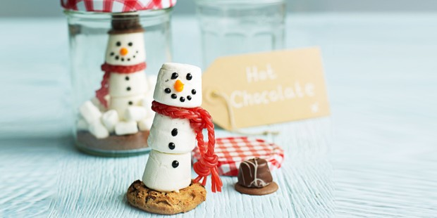 Hot chocolate marshmallows shaped into snowmen as part of a gift kit