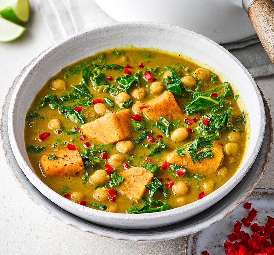 Curried kale & chickpea soup