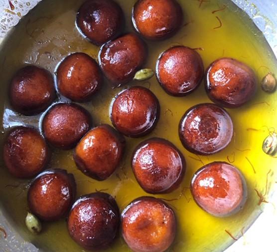 Gulab jamun in syrup