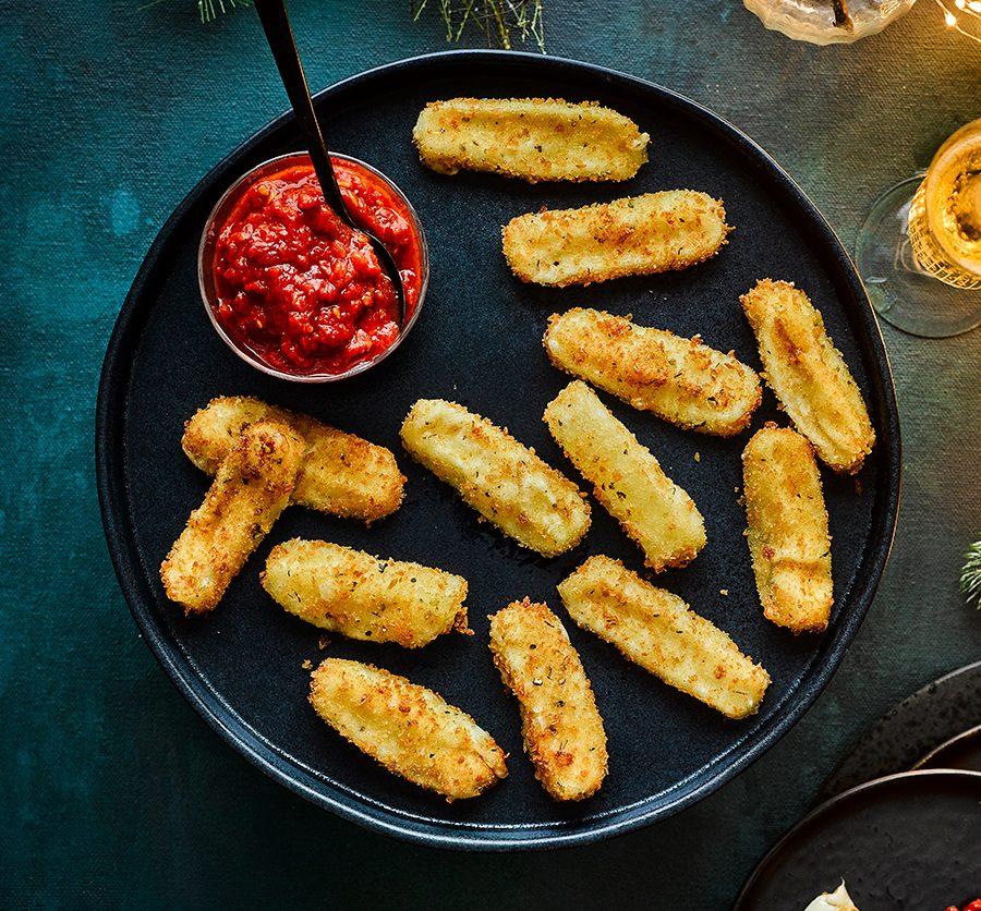 Mozzarella sticks with chilli tomato sauce