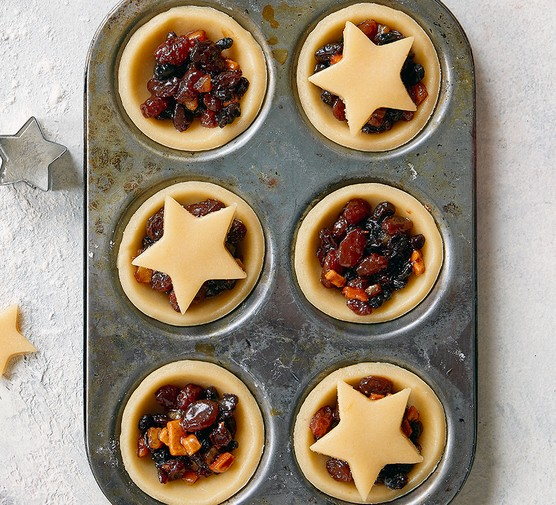 Traditional mincemeat in pastry cases to make mince pies