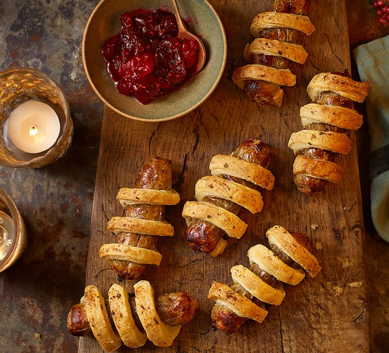 Vegan pigs in blankets with cranberry sauce