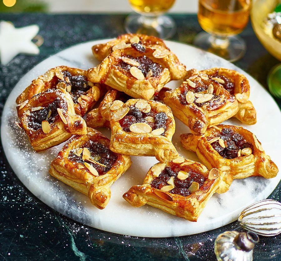 Easy almond mince pie puffs