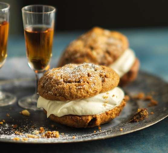 Two rye Christmas pudding cookies with cream