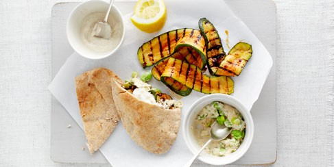 Spicy courgette, pittas and hummus