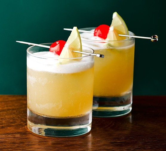 Brandy sour in two tumbler glasses