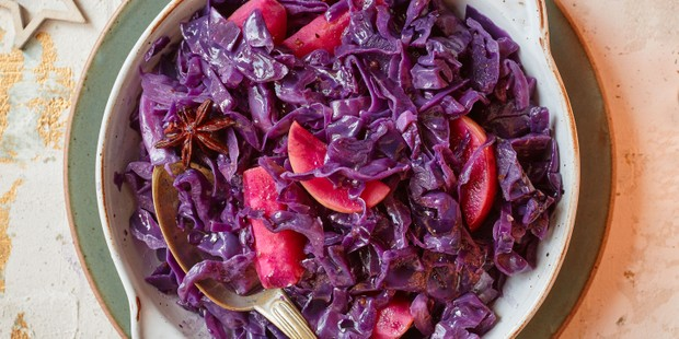 Red cabbage in bowl