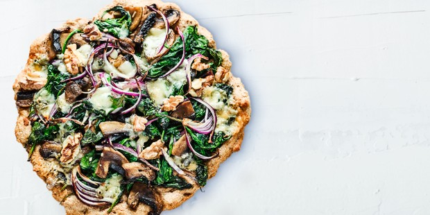 Spinach & blue cheese pizza