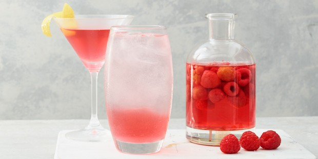 Raspberry gin with cocktails in glasses