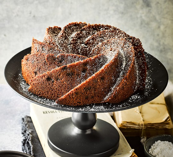 Gugelhupf on a cake stand