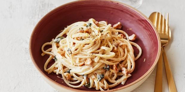 Hazelnut pasta in bowl
