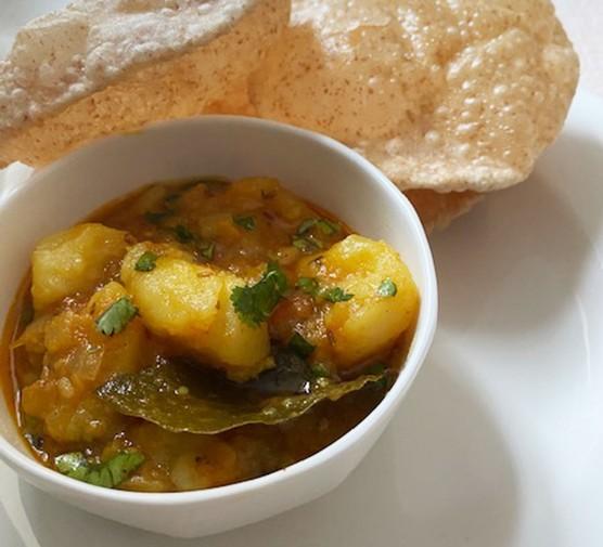 Puris with potato masala (alu puri)