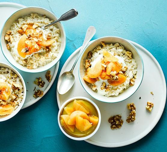 Vanilla & cinnamon breakfast rice served in bowls