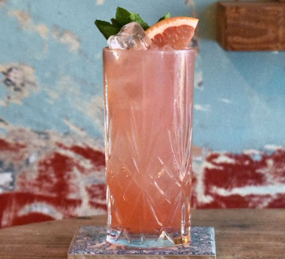 Palomezcal cocktail with grapefruit garnish