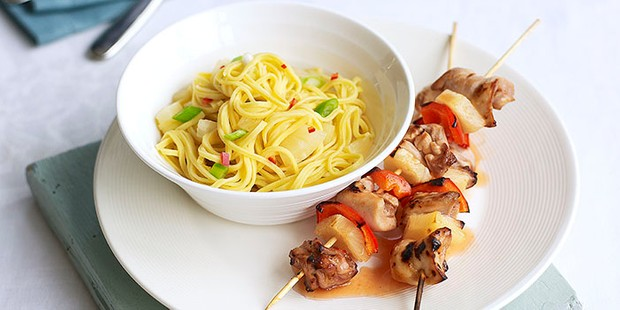 sweet & sour chicken skewers with fruity noodles