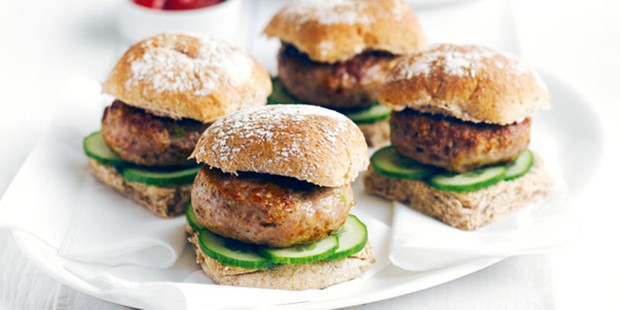 turkey burgers with sweet potato chips