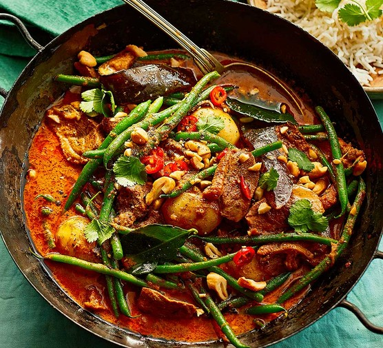 One-pan fragrant duck & vegetable curry in a wok