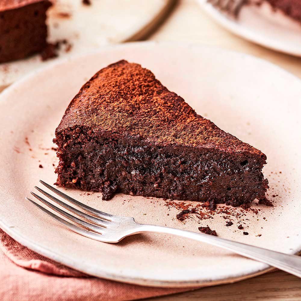 Flourless chocolate & almond cake