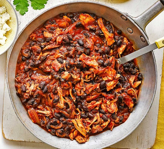 Pulled chicken & black bean chilli in a large pan