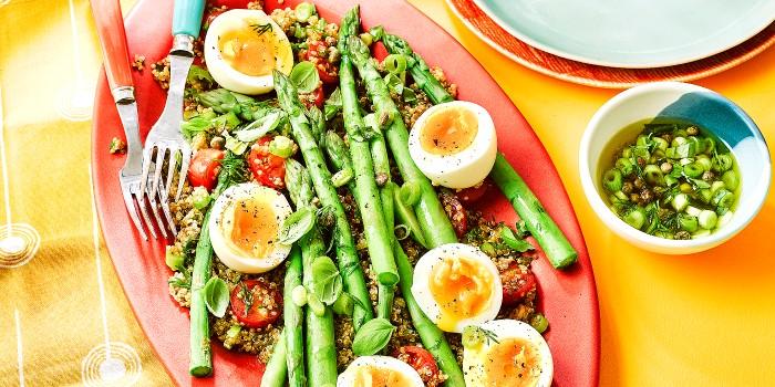 An egg and asparagus salad with quinoa