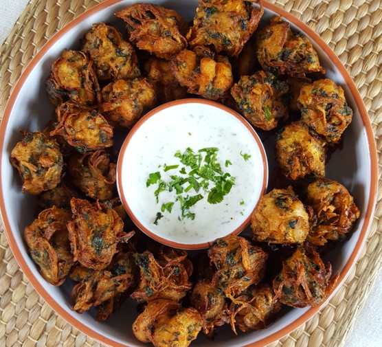 Chicken pakoras in dish with dip