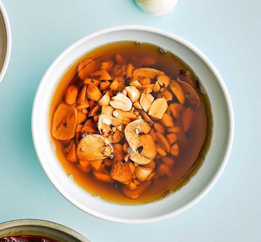 Peanut, chilli & garlic oil