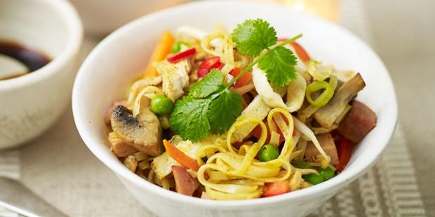 Bowl of turkey Singapore noodles