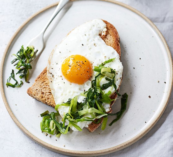 Fermented spring onions served with a fried egg