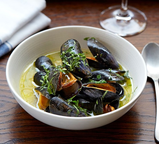 Mussels with sake, coriander & olive oil