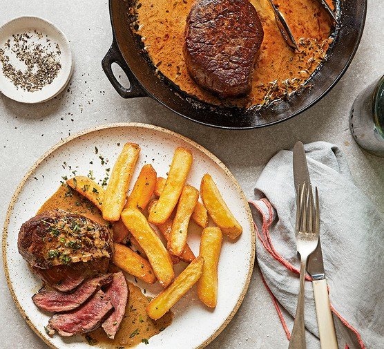 Steak diane served with chips