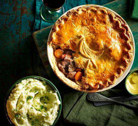 Coq au vin pie & creamy chive mash