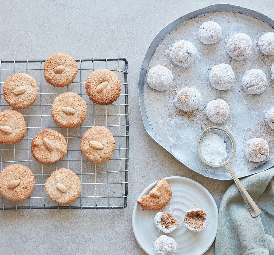 Chewy almond macaroon biscuits