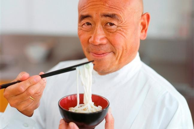 ken-hom---how-to-use-chopstick-tips-136387012408603901-140127144515