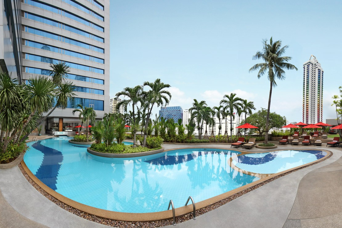 The swimming pool at the Amari Watergate