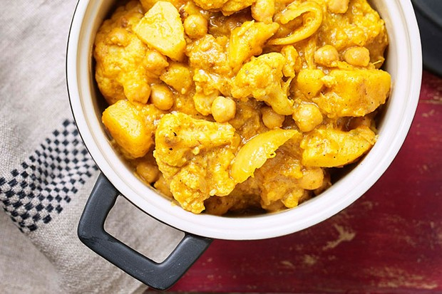 Cauliflower & chickpea curry for all the family